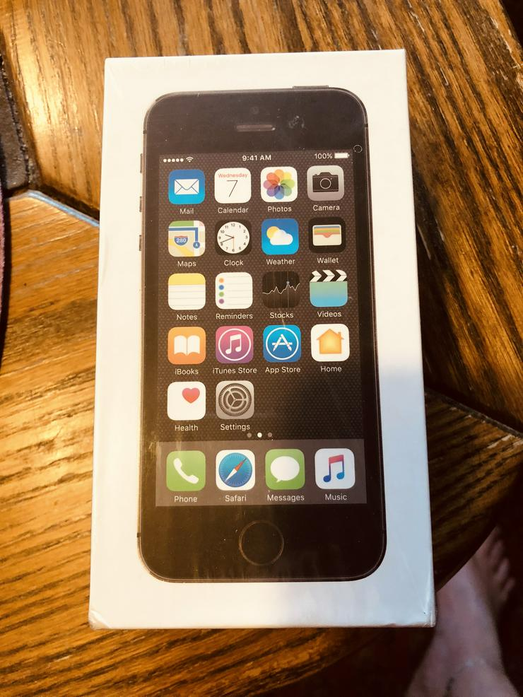 Apple smartphone 5S