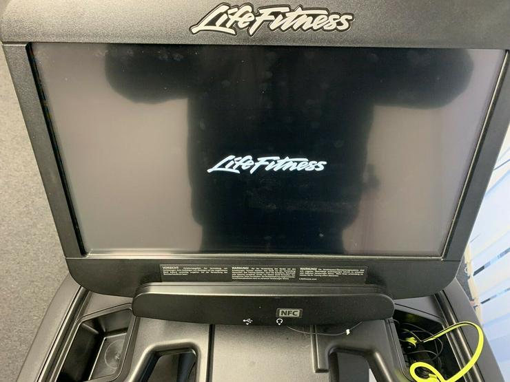 Bild 2: Life Fitness Laufband 95T