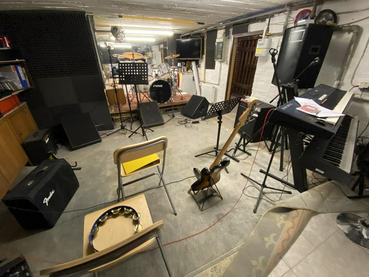 Proberaum mit Wohnung in Holzwickede / Bluesband sucht Drummer