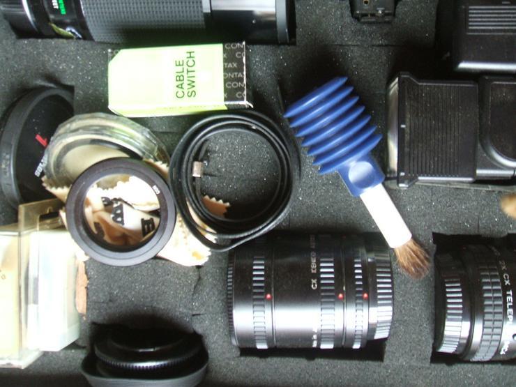"""Bild 5: Spiegelreflexkamera der Marke """"Yashica FR 1""""an. Mit viel Zubehör im Alukoffer!"""