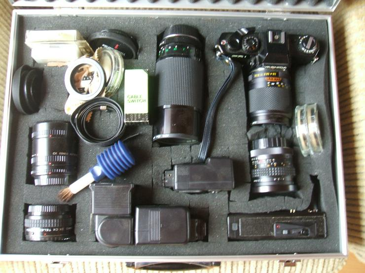 """Spiegelreflexkamera der Marke """"Yashica FR 1""""an. Mit viel Zubehör im Alukoffer!"""