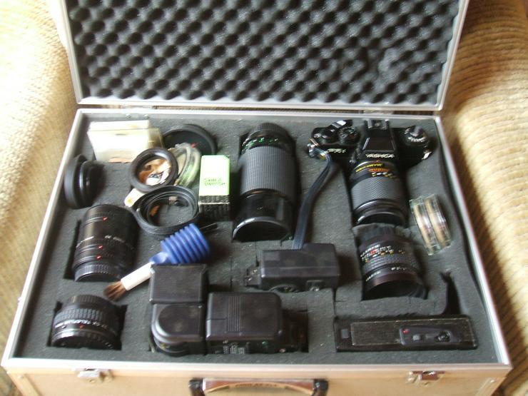 """Bild 2: Spiegelreflexkamera der Marke """"Yashica FR 1""""an. Mit viel Zubehör im Alukoffer!"""