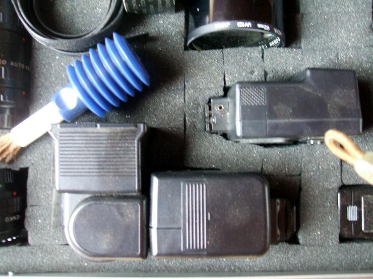 """Bild 6: Spiegelreflexkamera der Marke """"Yashica FR 1""""an. Mit viel Zubehör im Alukoffer!"""