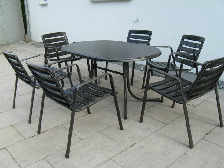 Gartentisch oval, 1,46 x 94 cm, klappbar, mit 6 Gartenstühlen, stapelbar, braun, guter Zustand