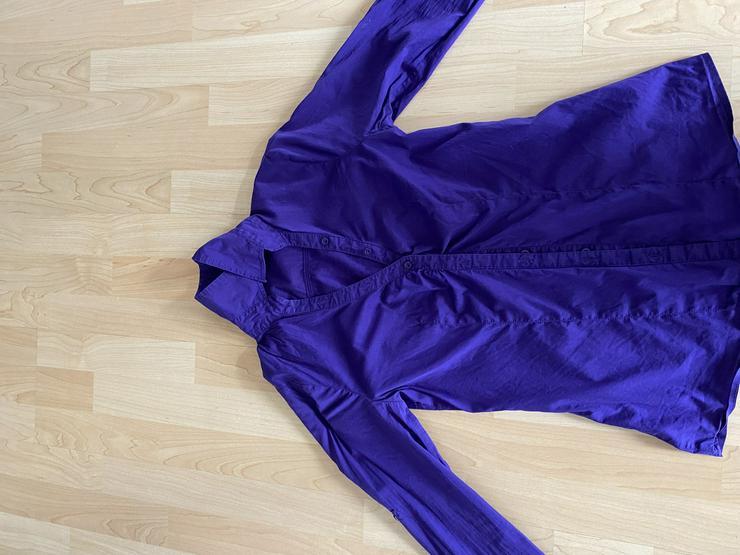 lilafarbene langärmlige Bluse