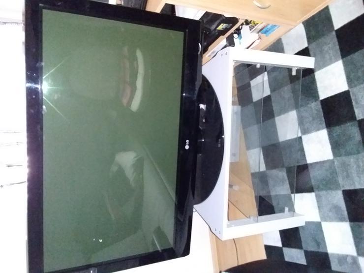 Fernseher LG 42 und Fernsehtisch,beides ca.8Jahre alt,Technisch und Optisch guter Zustand,nur Selbsabholer,auch einzeln. - 25 bis 45 Zoll - Bild 1