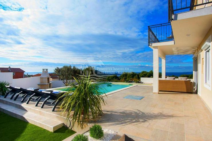 Bild 2: Erstaunliches Anwesen mit Aussicht und Pool garantiert Komfort