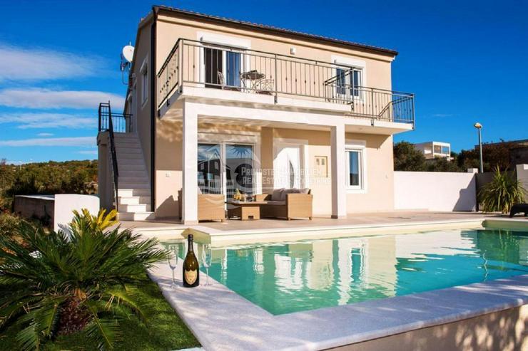 Erstaunliches Anwesen mit Aussicht und Pool garantiert Komfort
