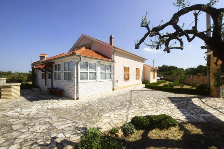 Bild 5: Haus mit großem Infield und Panoramablick auf das Meer