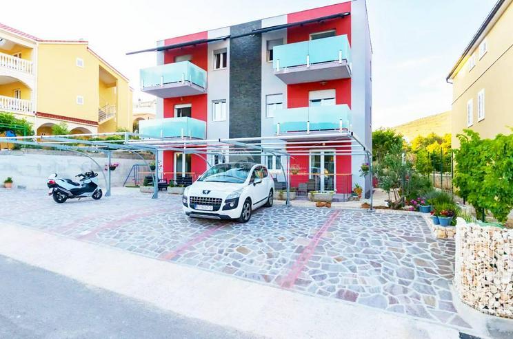 Villa mit Designer-Apartments und Meerblick