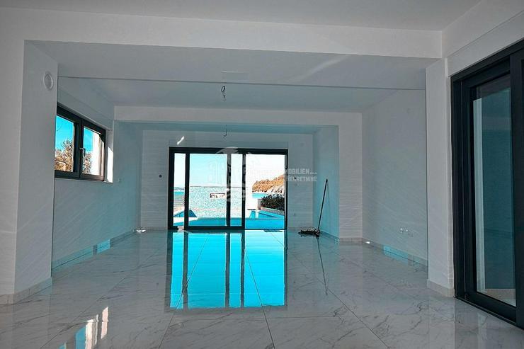 Bild 6: Villa mit moderner Architektur in erster Reihe zum Meer