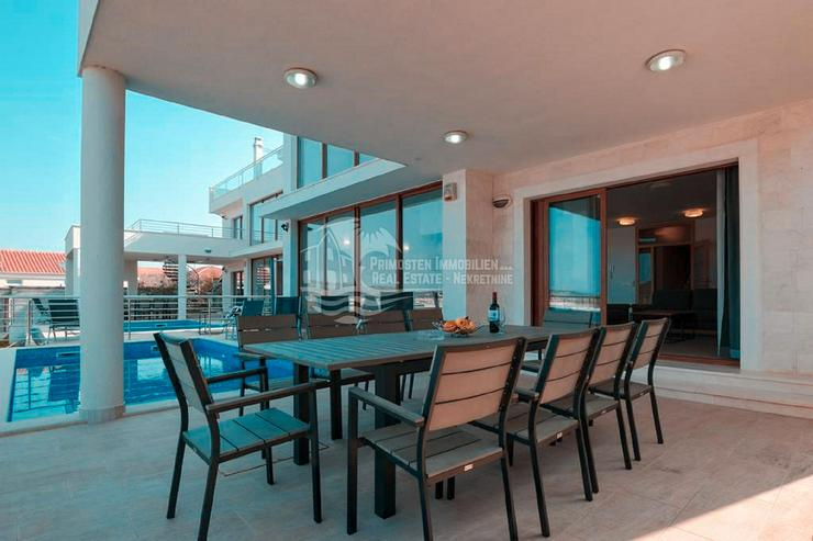 Noble und moderne Villa in erstklassiger Lage in Rogoznica