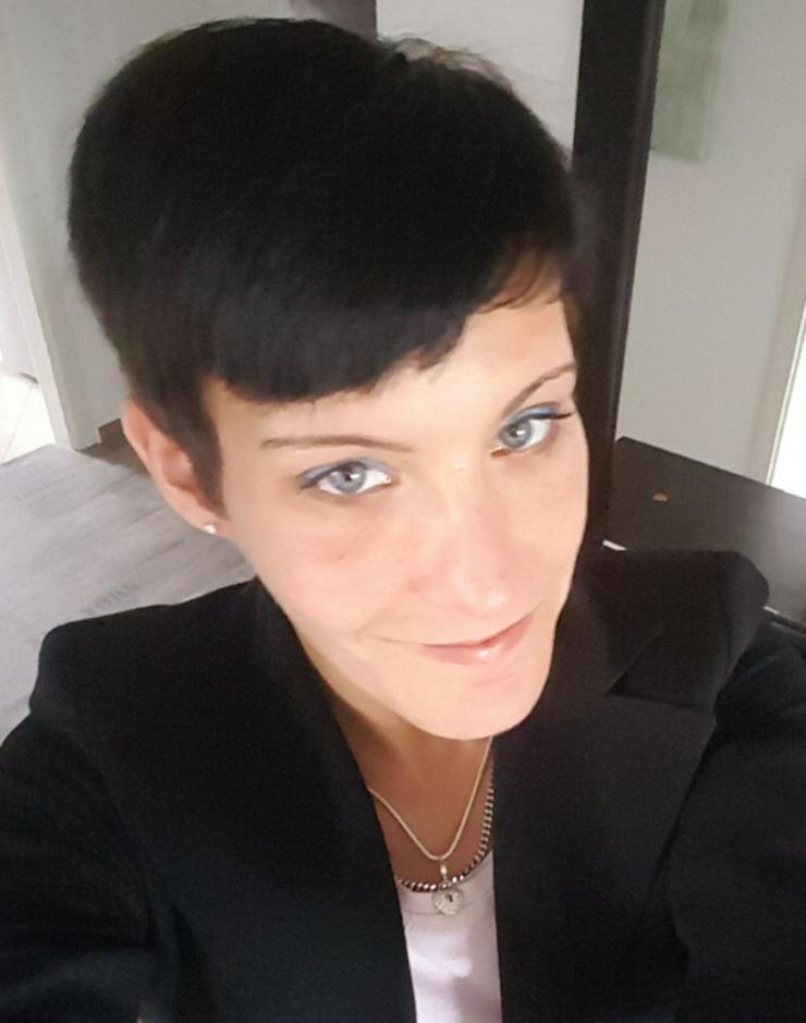 Junge Frau sucht Arbeit als Kellnerin oder im Verkauf