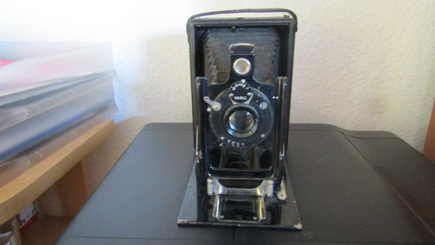 Bild 2: eine alte Ziehharmonikakamera aus den 40- 50-er Jahren