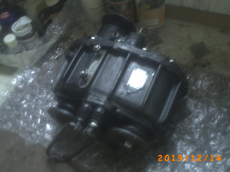 Verteiler Getriebe und  mehrere Ersatzteile aus einem Lagerbestand eines LKW Robur auf VB