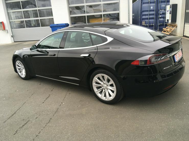 Bild 2: Model S90D