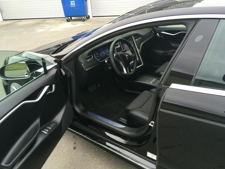 Bild 3: Model S90D