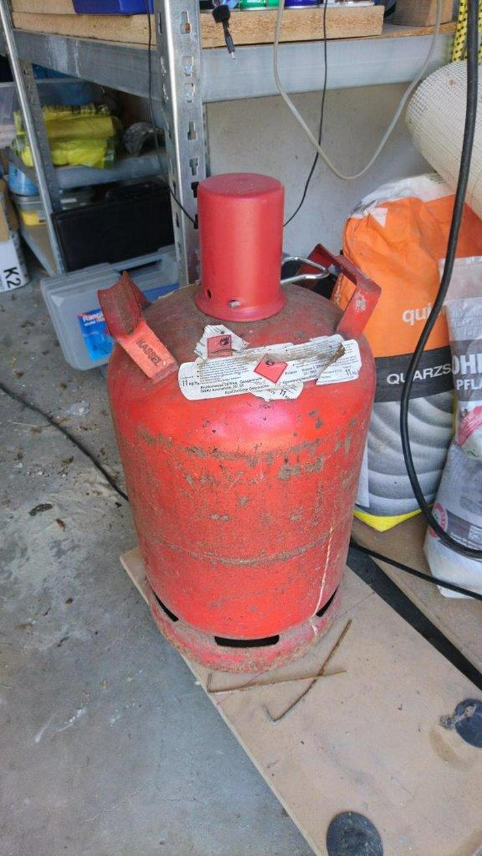 Flüssig- Camping-Gasflasche, Leih/Mietflasche rot von Fa. Progas 11kg Füllgewicht. Ohne Gasfüllung  zum Sonderpreis von 15 E