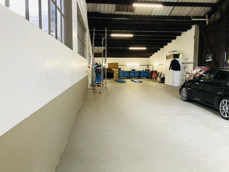 Bild 3: Stellplätze / Garagen