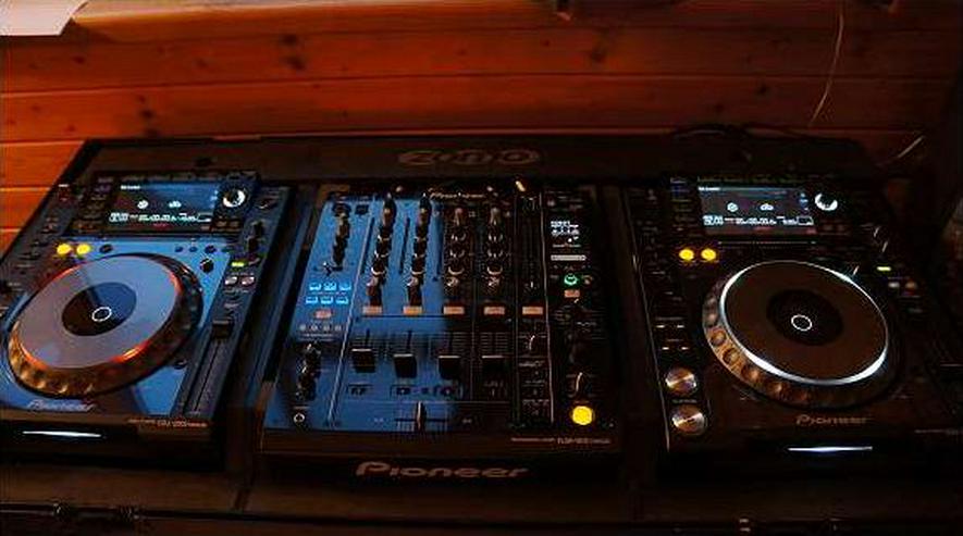Pioneer 2x CDJ 2000 Nexus, 1x DJM 900 Nexus