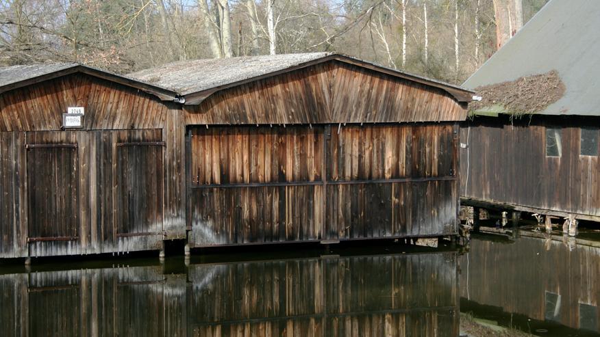 Bootshaus mit 2 Stellplätzen und zwei Hebeanlagen in OHV