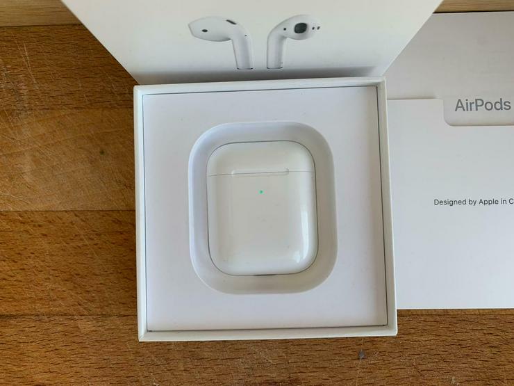 Bild 6: Original Apple AirPods 2. Generation mit kabellosem Ladecase