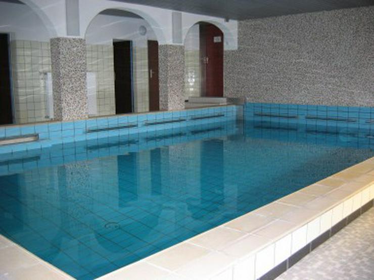 Bild 2: FW mit Hallenbad im Haus