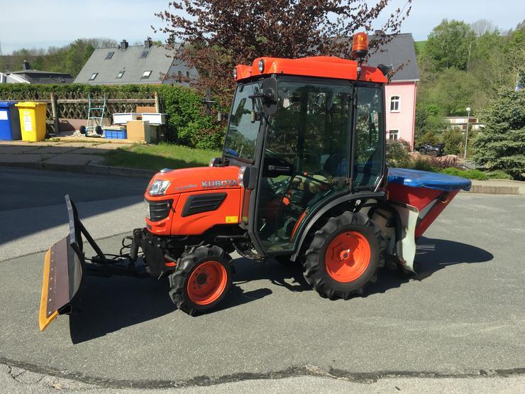 Kleintraktor Kubota B1820 18 PS Allrad mit Straßenzulassung und Schiebeschild und Heckstreuer - Traktoren & Schlepper - Bild 1