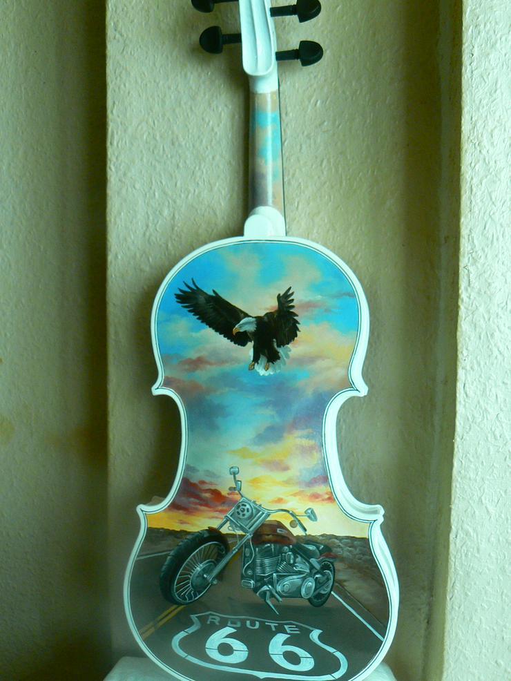 Bild 1: 2 Traum-Gemälde Harley Davidson auf einer echten Geige