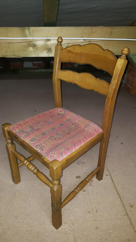 4 stabile Stühle zu verschenken