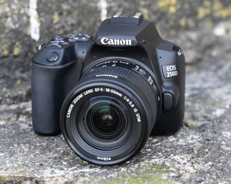 Canon EOS 250D Gehäuse, Schwarz + EF-S 18-55mm