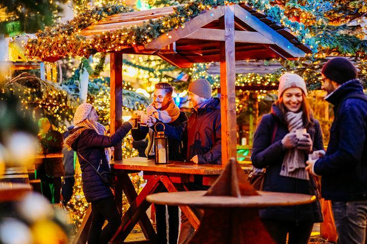 Bild 8: Mobiler Firmen Weihnachtsmarkt mieten - Weihnachtsfeier Ideen - Weihnachtshütten - Catering - Eventausstattung - Riesen Nussknacker - Riesen Räuchermann