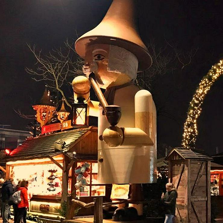Bild 17: Mobiler Firmen Weihnachtsmarkt mieten - Weihnachtsfeier Ideen - Weihnachtshütten - Catering - Eventausstattung - Riesen Nussknacker - Riesen Räuchermann