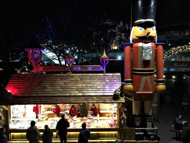 Riesen Nussknacker Figur grosse Holzfigur groß Nußknackerfigur Weihnachtsfeier - Weihnachtsmarkt - Firmenfeier - Theater - Kulisse Eventausstattung - Party, Events & Messen - Bild 5