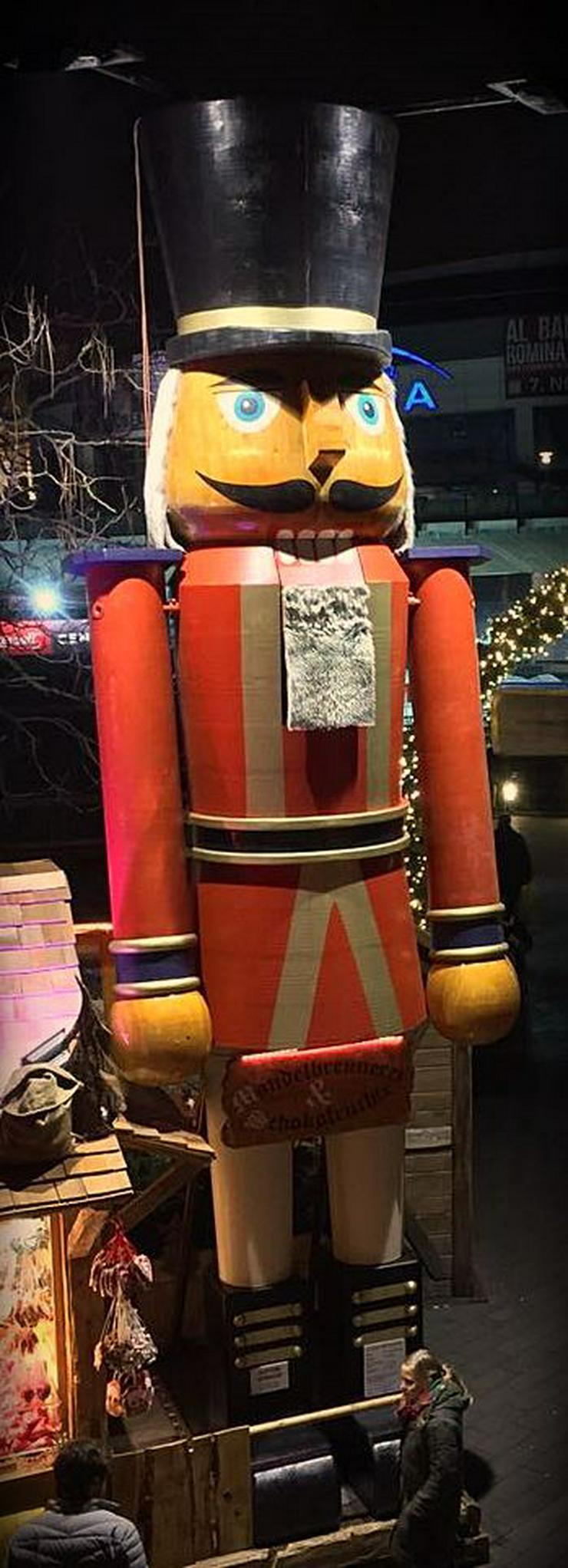 Riesen Nussknacker Figur grosse Holzfigur groß Nußknackerfigur Weihnachtsfeier - Weihnachtsmarkt - Firmenfeier - Theater - Kulisse Eventausstattung