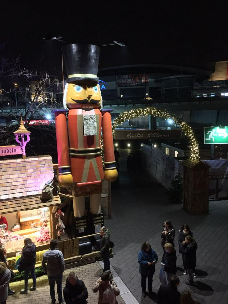 Bild 4: Riesen Nussknacker Figur grosse Holzfigur groß Nußknackerfigur Weihnachtsfeier - Weihnachtsmarkt - Firmenfeier - Theater - Kulisse Eventausstattung