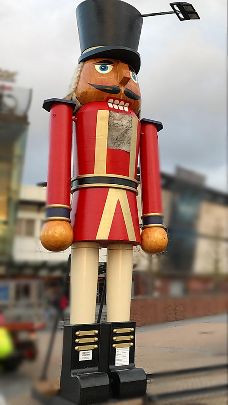 Bild 3: Riesen Nussknacker Figur grosse Holzfigur groß Nußknackerfigur Weihnachtsfeier - Weihnachtsmarkt - Firmenfeier - Theater - Kulisse Eventausstattung