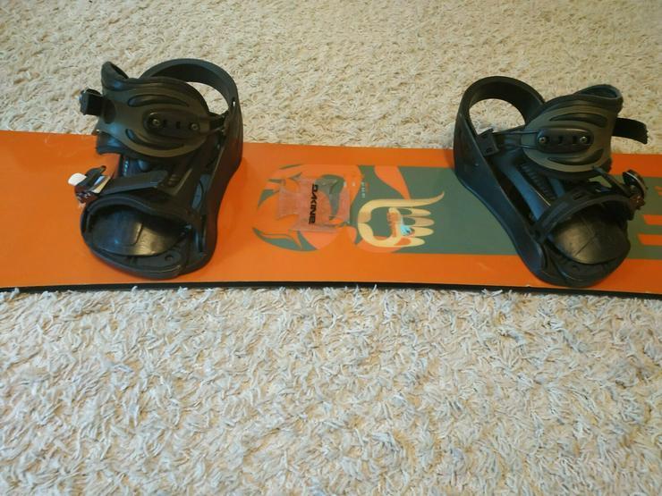 Bild 5:  Snowboard mit Venom Bindungen Inkl.Versand