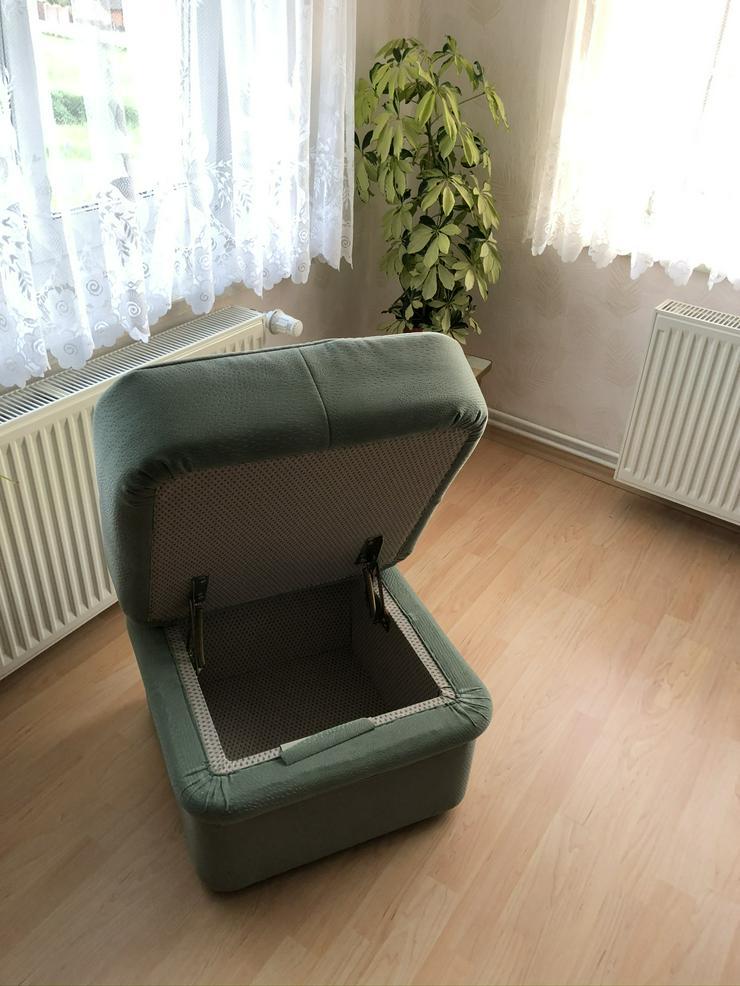 Bild 4: Sitzgruppe mit Sofa , 2 Sessel und einem Hocker
