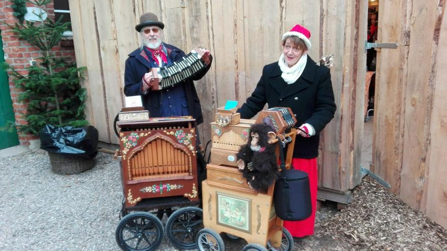 Weihnachts-Markt-Feier- musik mit Drehorgel Spieler,Leierkasten, Solo,Duo, Orchester mit Konzertina