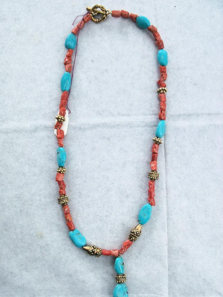 Bild 2: Steinkette Türkise und Korallen