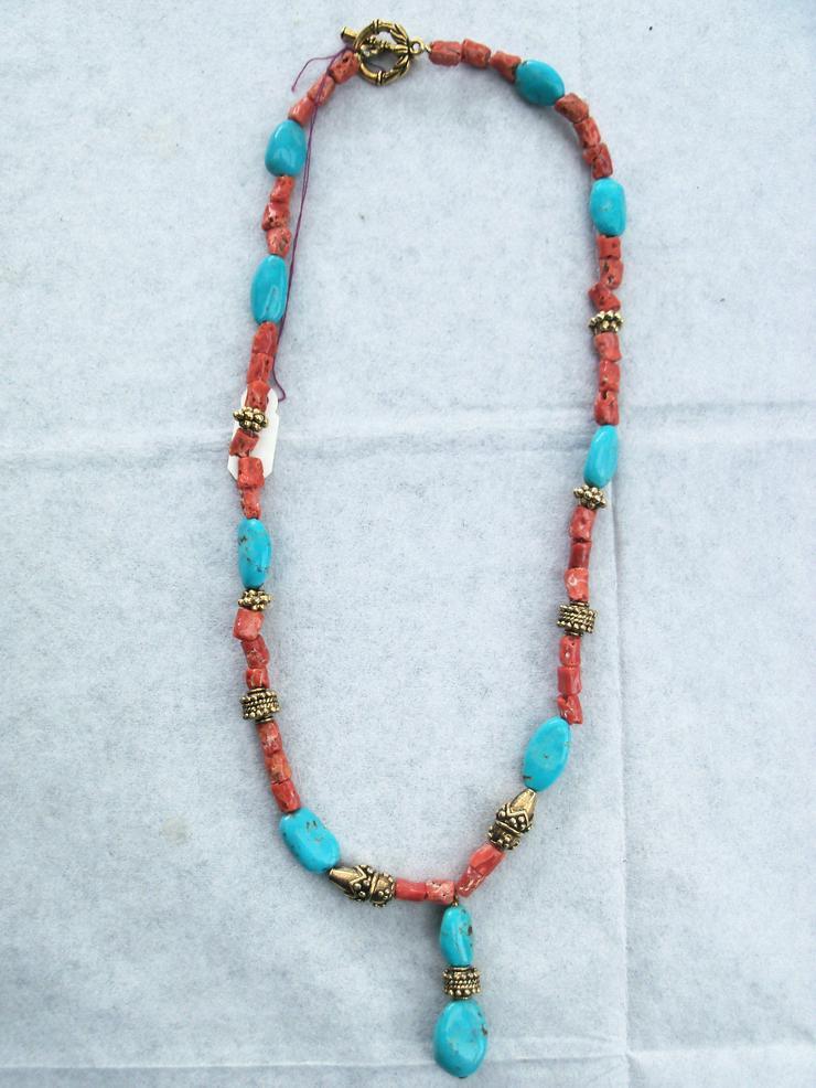 Bild 3: Steinkette Türkise und Korallen