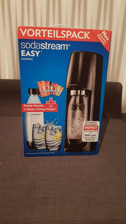SodaStream Easy Wassersprudler mit 2 CO2-Zylindern, 1L-Flasche