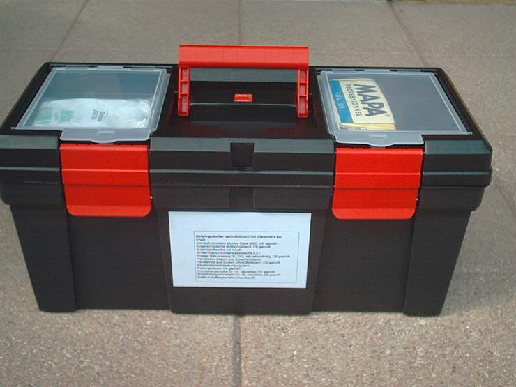 Bild 2: Gefahrgutkoffer nach GGVSE/ADR mit 2 Gefahrguttafeln, 2 Warnblink Leuchten, neu