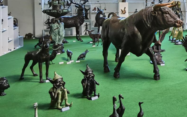 17-19 Juli: Über 500 Bronzefiguren für Haus und Garten in der Ausstellung