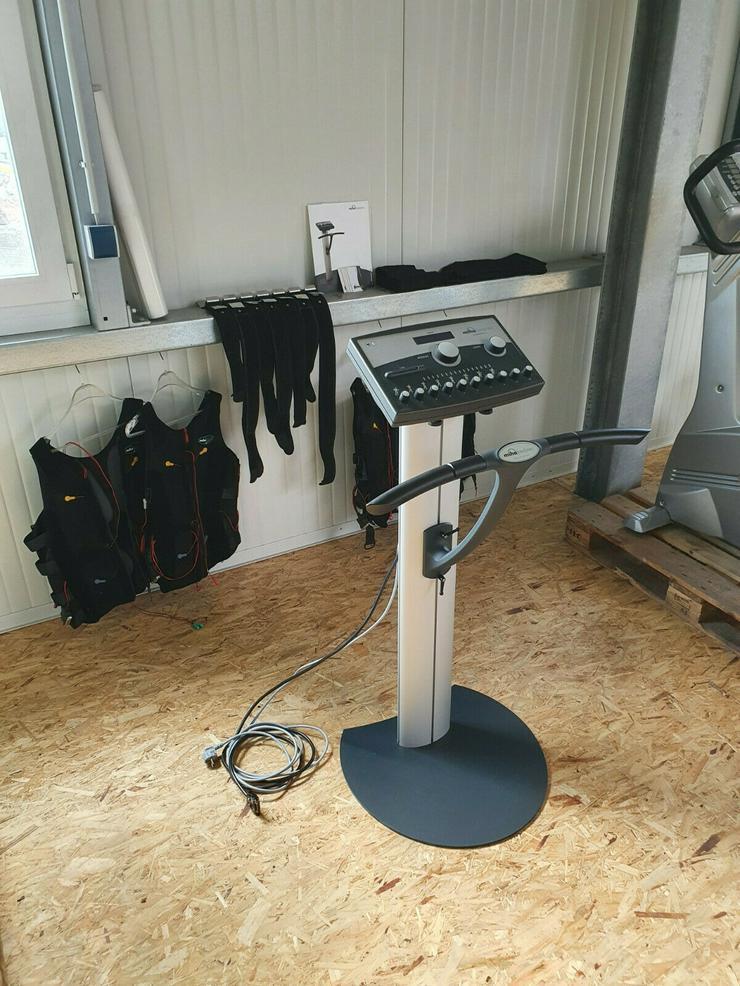 Bild 2: MIHA BODYTEC EMS Gerät Station Elektro Stimulations