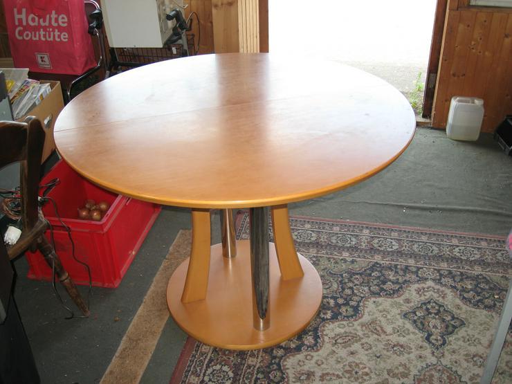 Biete runden Tisch, 1,10 m Durchmesser, helles Holz