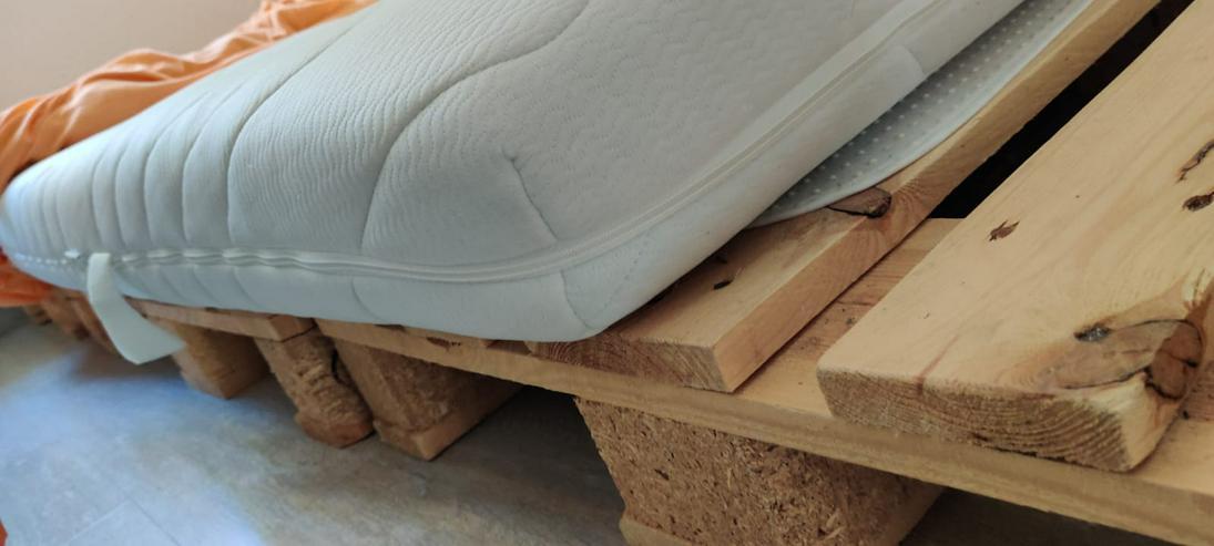 Palettenbett mit 3 Paletten (und Matratze)