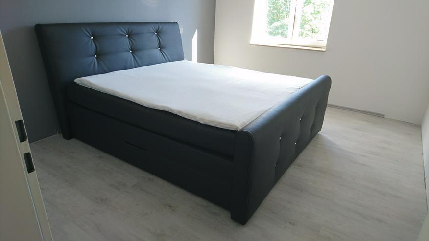 Boxspringbett 180 × 200 cm aus schwarzem Kunstleder mit Strass Glitzersteinen inklusive Topper