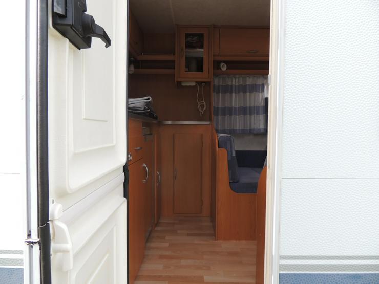 Bild 4: Wohnwagen mit Zubehör